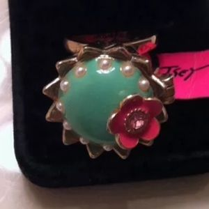 NWT Fitted Betsey Johnson Tea Party Ring, size 8